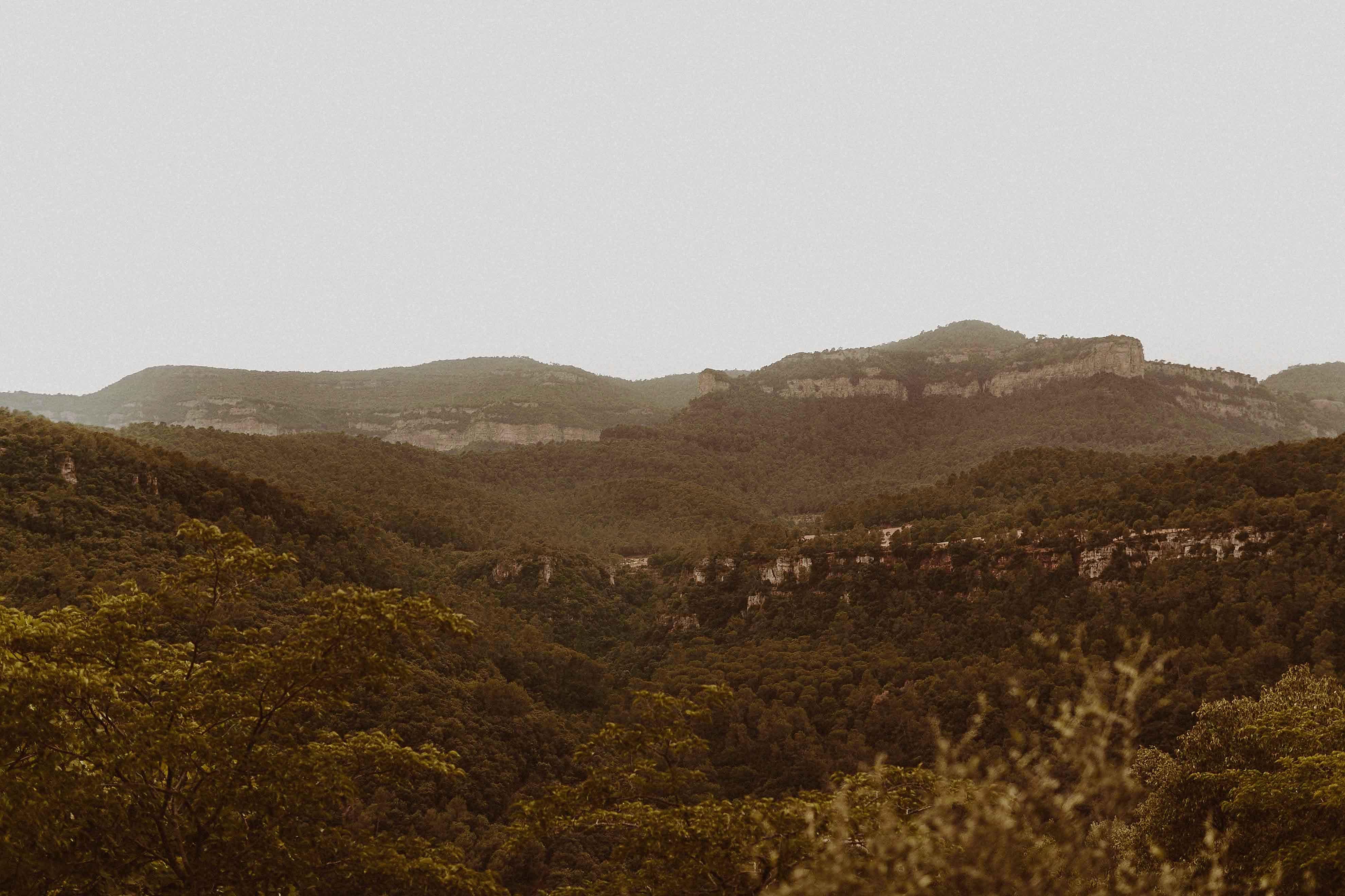Boda rústica en la montaña. fotgrafo de bodas barcelona_001