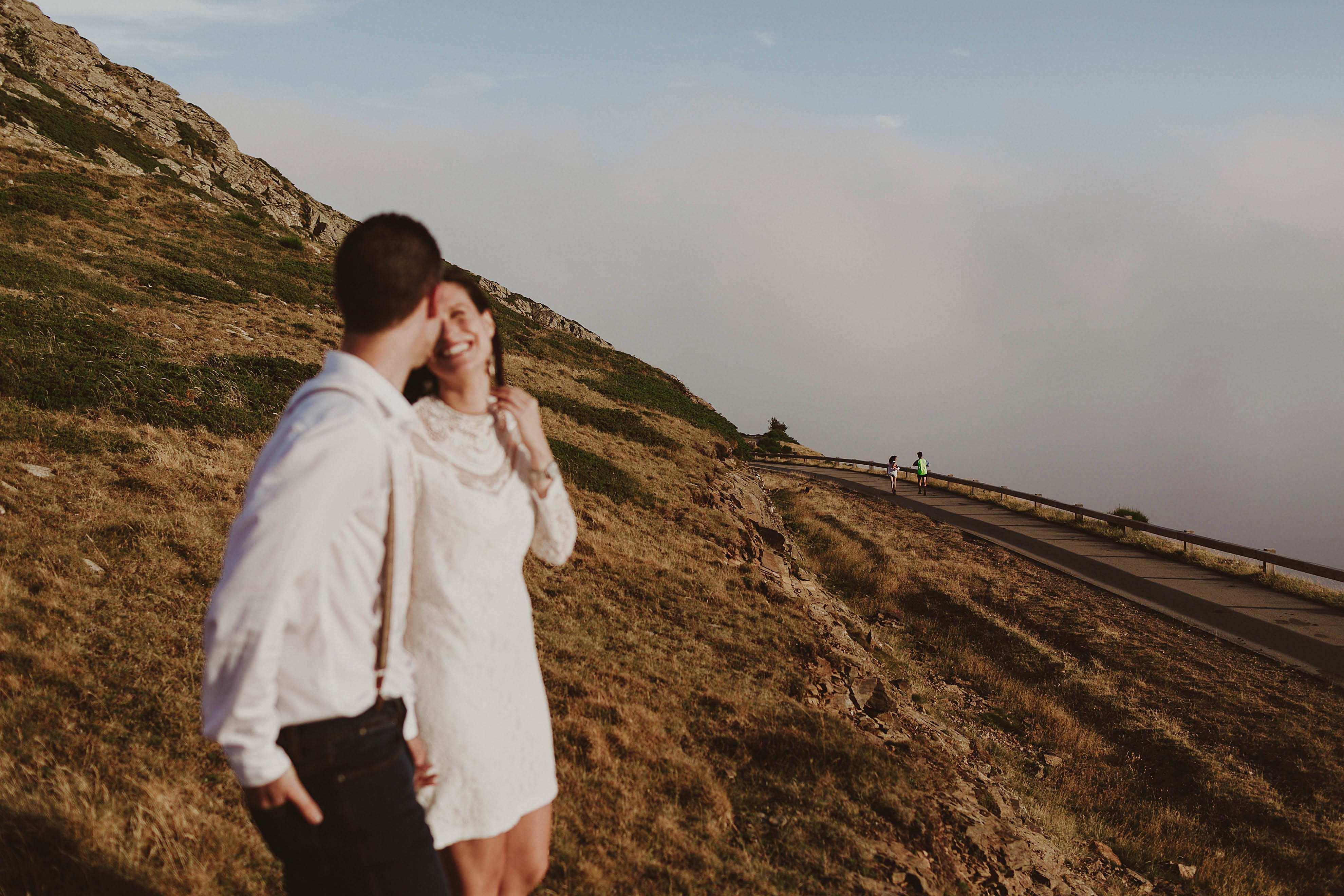 Preboda en la montaña. fotografo de bodas barcelona.bodas girona_057