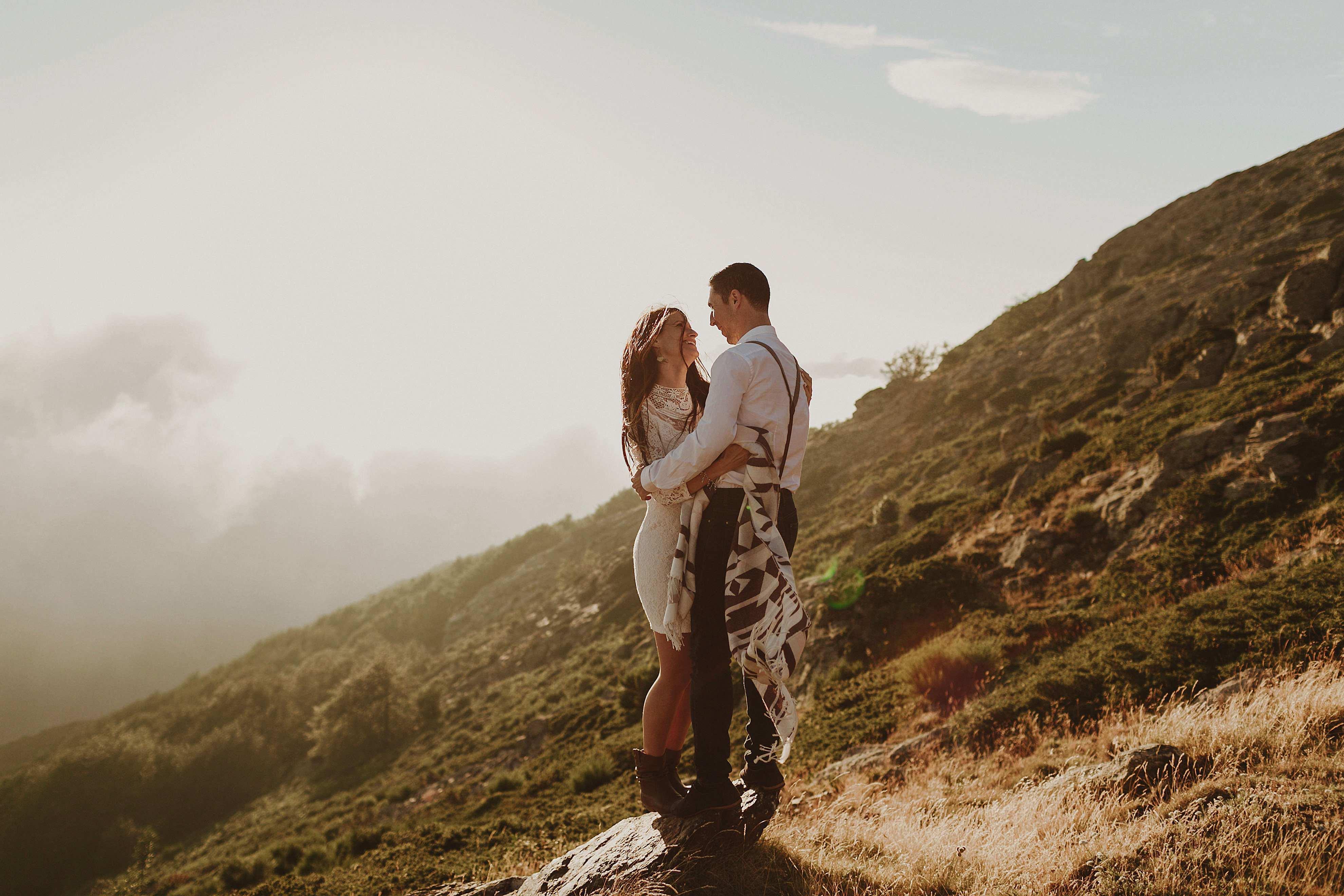 Preboda en la montaña. fotografo de bodas barcelona.bodas girona_112